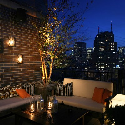 15 magnificent transitional balcony designs you ll enjoy for Balcony design ideas malaysia