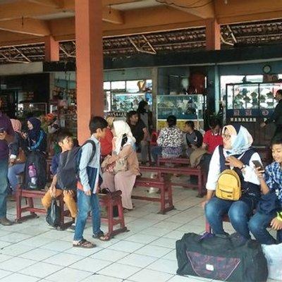 21 Juni Kembali Masuk Kerja Arus Balik Di Terminal Rambutan Mulai Terlihat