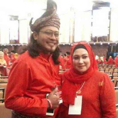 Aiediel Jamal Segak Berbaju Melayu Di Perhimpunan Agung Ppbm Keris Lebih Besar Dan Lurus Dari Umno