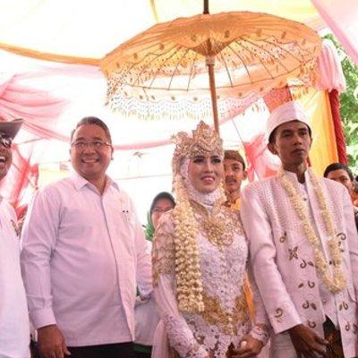Ajak Dua Menteri Bupati Dedi Mulyadi Mendadak Jadi Juru Sawer Pernikahan Warga
