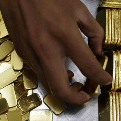 Akhir Pekan Harga Emas Turun Rp 2 000 Menjadi Rp 620 000 Per Gram