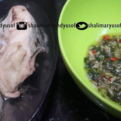 Ayam Rebus Dengan Sos Halia Bawang