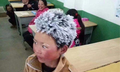 Berjalan Kaki Ke Sekolah Sehingga Rambut Beku Sentuh Hati Netizen