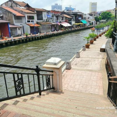 Bersiar Siar Di Laluan Pejalan Kaki Tepi Sungai Melaka