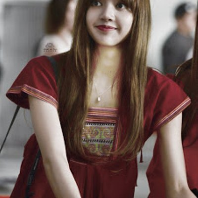 Blackpink Lisa Spotted Wearing Lv Necklace For Children With Urgent Need