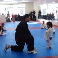 Budak Kecil Ini Sudah Pandai Taekwondo Dengan Aksi Yang Sangat Comel