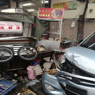 Car Plows Into Hawker Stalls In Penang Several Injured