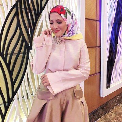 Dah Kenapa Bertudung Tapi Skirt Senteng Sherry Ibrahim Dikecam Cemar Imej Islam
