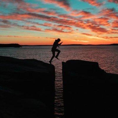 Daripada Menangisi Kisah Cintamu Yang Menyedihkan 8 Hal Ini Bisa Jadi Resolusimu Tahun Depan