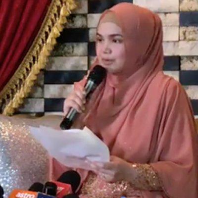 Datuk Siti Umum Hamil Empat Bulan