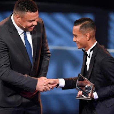 Faiz Subri Dianugerahkan Fifa Puskas Awards 2016