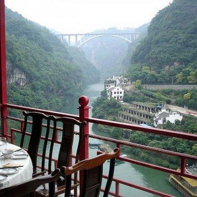 Fangweng Restoran Tergantung Lereng Bukit Di China