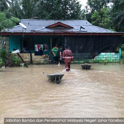 Flood Rages In Johor More People Displaced