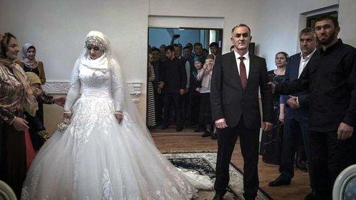 Gadis 15 Tahun Di Paksa Berkahwin Saat Malam Pertama Dia Terkejut Dengan Suaminya Yang Ternyata