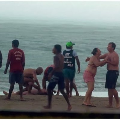 Gambar Detik Wanita Maut Di Panah Petir Ketika Berada Di Pantai
