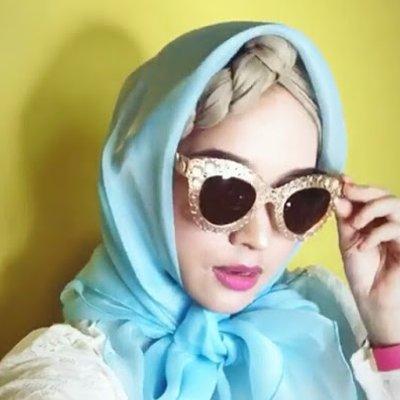 Gambar Joy Revfa Dengan Gaya Tudung Ala Rambut Palsu