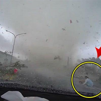 Gempar Kamera Dashboard Berjaya Merakam Wanita Yang Disambar Puting Beliung Di Taiwan