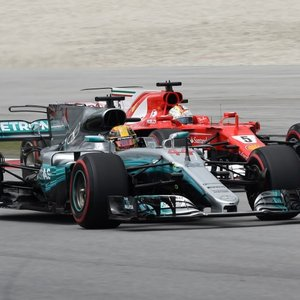 Hamilton Struggles Again As Raikkonen Quickest