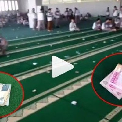 Heboh Uang Ratusan Ribu Berserakan Di Masjid Tak Disangka Ternyata Begini Kata Pak Ustadz