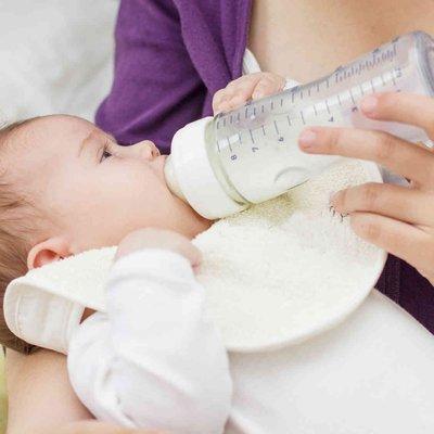 Ibu Ini Kongsi Kenapa Penting Tukar Botol Susu Anak Untuk Elak Bakteria Punca Masalah Penghadaman