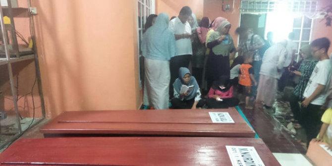 Isak Tangis Sambut Dua Jenazah Korban Km Zahro Express Di Depok