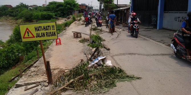 Jalan Amblas Di Bekasi Makin Parah Pemda Tunggu Pemerintah Pusat
