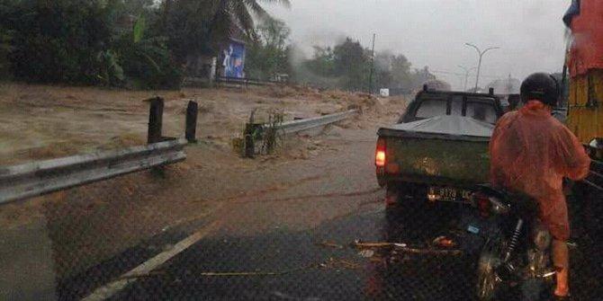 Jalur Malang Surabaya Sempat Ditutup Akibat Banjir Bandang Pasuruan