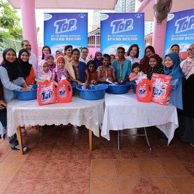 Kempen Cerahi Kehidupan Bersama Top Hadiahkan Pakaian Seragam Sekolah Baharu Kepada Lebih Daripada 400 Orang Pelajar