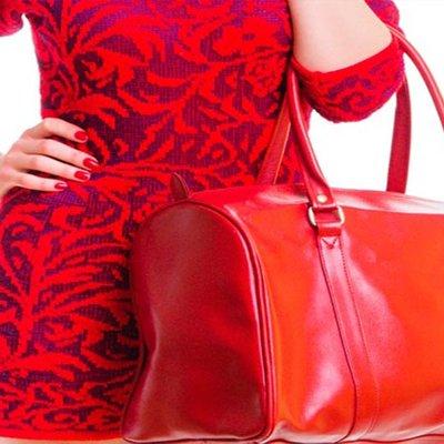 Kita Boleh Mengetahui Personaliti Wanita Dari Cara Mereka Memegang Beg Tangan Ini 5 Caranya