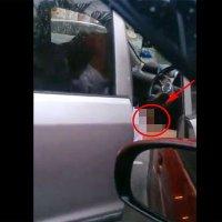 Kuantan Video Lelaki Berkopiah Melanca Dalam Kereta
