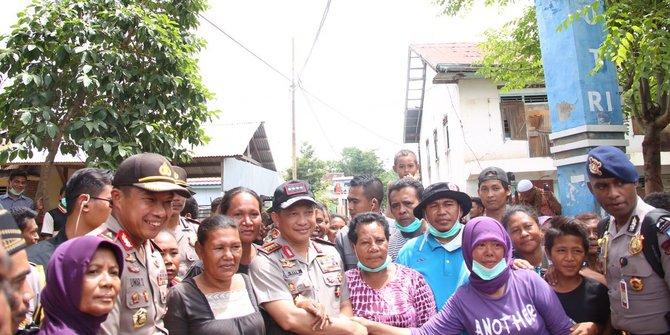 Kunjungi Korban Banjir Di Bima Kapolri Tegaskan Polri Akan Membantu