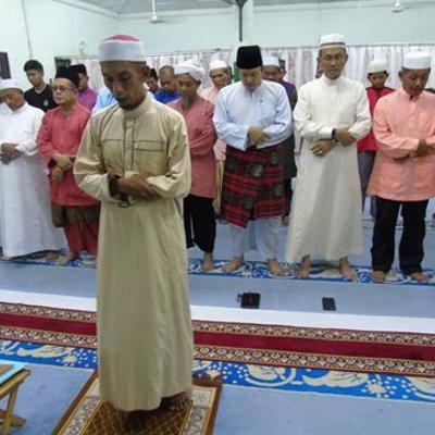 Lelaki Yang Mengaku Diri Imam Masa Kes Pergaduhan Di Bazaar Kluang Tempohari Nampaknya Ya Dia Memang Betul Imam