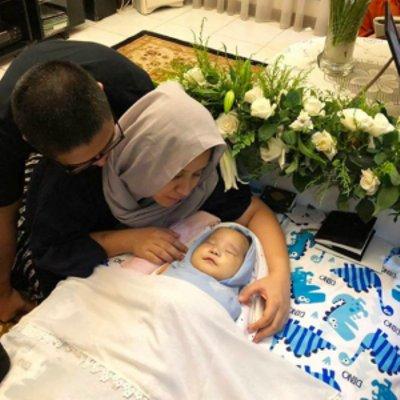 Mama Papa Ikhlas Melepas Kepergian Adam Anak Tewas Lawan Penyakit Baca Luahan Sayu Ibu Ini Menangis