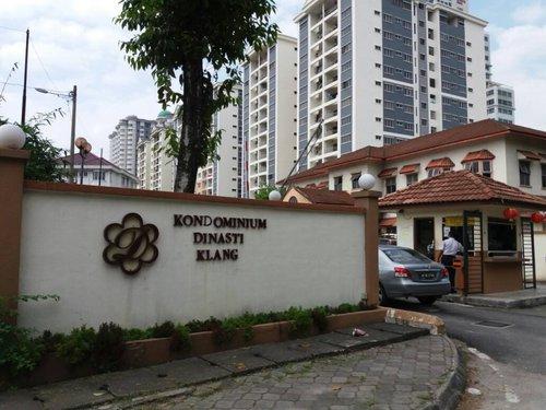 Mayat Lelaki Perempuan Sudah Busuk Ditemui Dalam Kondo Di Klang