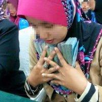 Melayu Bakal Jadi Jutawan Dengan Ritual Cium Duit