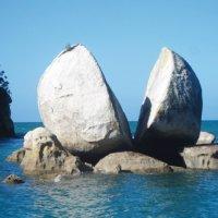 Mitos Batu Terbelah Dua