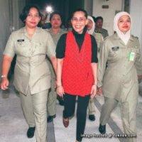 Mona Fandey Isteri Yang Setia Sentiasa Jaga Solat