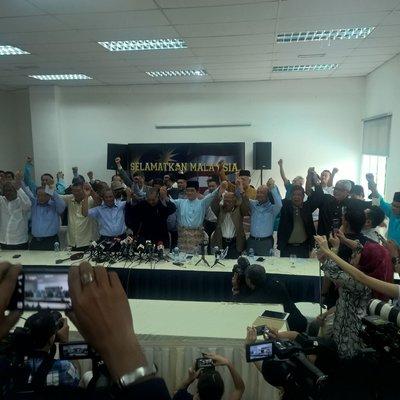 Muhyiddin Mukhriz Shafei Apdal Ku Li Tandatangan Deklarasi Guling Najib