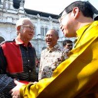 Najib Menggelupur Jawab Wang Berbillion Dalam Akaun Bank Miliknya