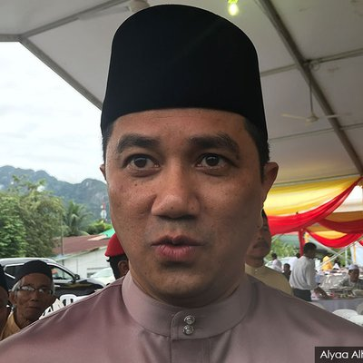 Pas As Kingmakers Azmin Says The People Will Decide