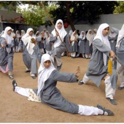 Pelajar Perempuan India Belajar Kung Fu