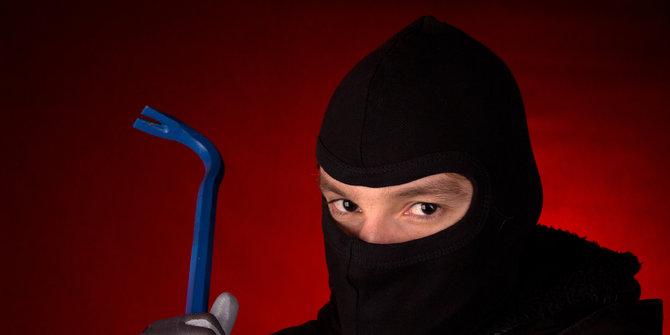 Pencuri Minimarket Terjeblos Masuk Toko Ancam Penjaga Pakai Golok