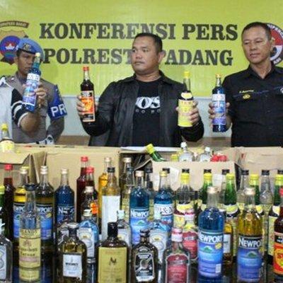 Razia Miras Oplosan Di Padang 306 Botol Disita Polisi