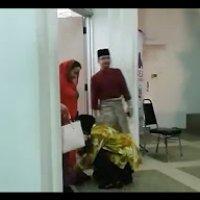 Rosmah Mansor Dipakai Kasut