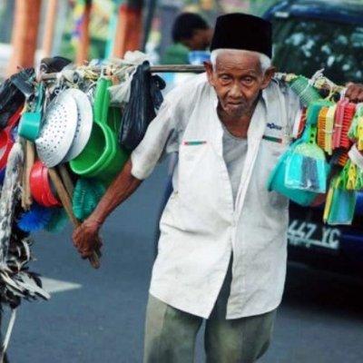 Si Ayah Umur 77 Tahun Masih Bekerja Anak Anak Pula