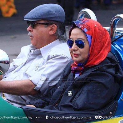 Tahun Ni Saya Hairan Raja Zarith Ikut Saya Sepanjang Jalan Sultan Johor