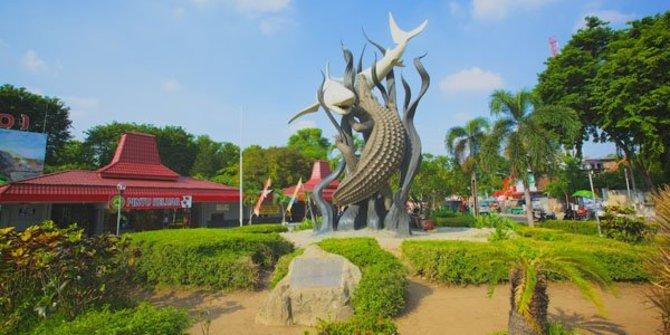 Tak Ada Pesta Tahun Baru Di Kota Surabaya Hanya Ada Pengajian