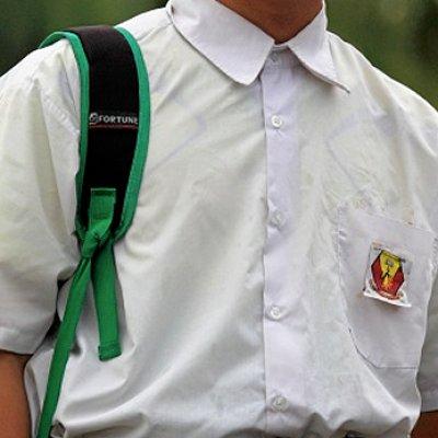 Tak Kisah Baju Kasut Baru Ada Baju Pakai Koyak Sikit Kasi Jahit Mr Wong
