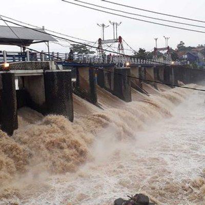 Tinggi Air Di Katulampa 70 Cm Anies Perkirakan Tak Ada Lagi Banjir Susulan
