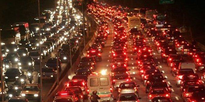Tol Cikampek Macet Parah Km 66 Menuju Cipularang Ditutup